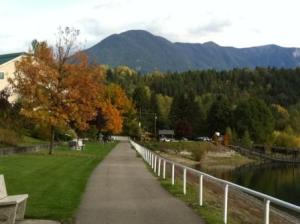 Fall views along the lakeside promenade at Nakusp
