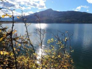 October view of Arrow Lake